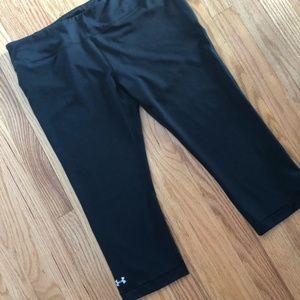 Under Armour Black Capri Heat Gear Leggings